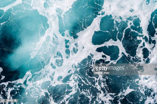ship wake - foam material stock pictures, royalty-free photos & images