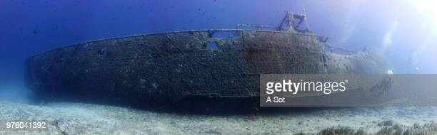 ship wreck on bottom of sea - at the bottom of stock pictures, royalty-free photos & images