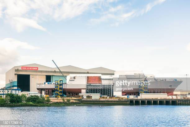 shipbuilding at bae systems on the river clyde in glasgow - govan stock pictures, royalty-free photos & images