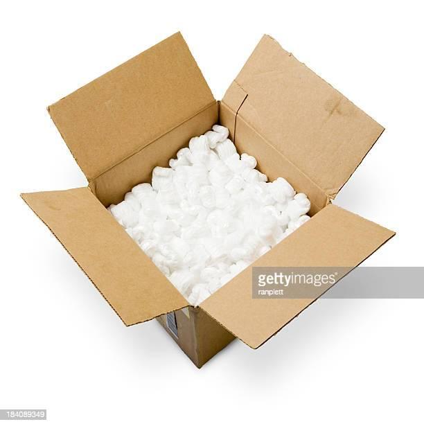 Expédition de boîte isolé sur fond blanc (Tracé de détourage