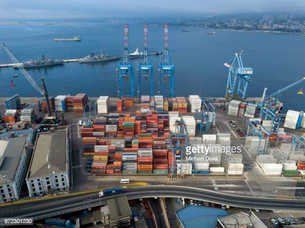 shipping port cargo containers - valparaiso chile stock pictures, royalty-free photos & images
