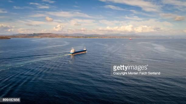 shipping vessel - tanker fotografías e imágenes de stock