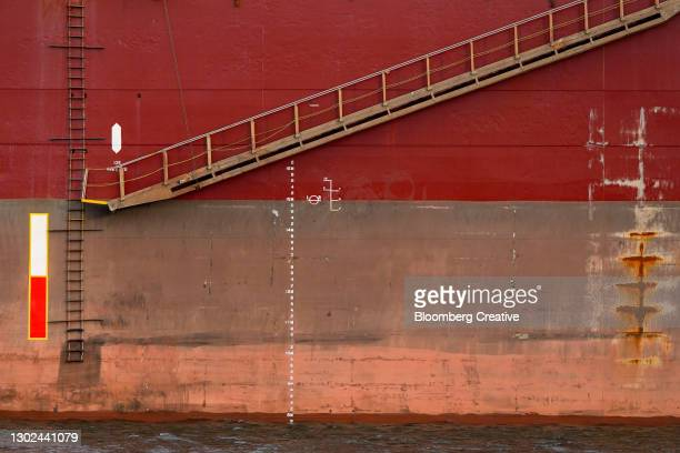 ship's boarding ladder - side view stock pictures, royalty-free photos & images