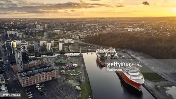 オーデンセ港の船舶 - オーデンセ ストックフォトと画像