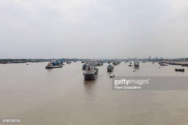 ships on karnaphuli (karnafuli) river at sunset karnaphuli (karnafuli) river, chittagong, bangladesh, indian sub-continent, asia - chittagong stock pictures, royalty-free photos & images