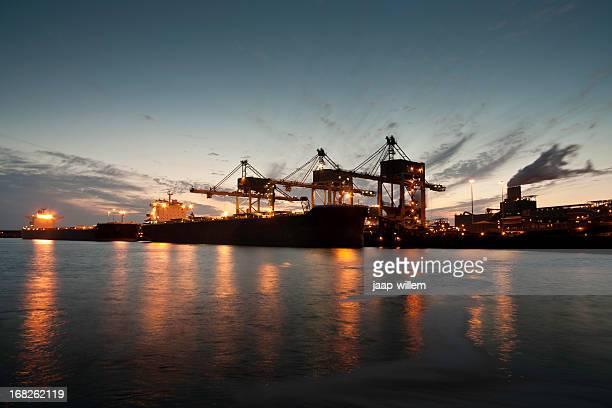 ships unloading