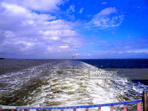 ships wake on the cape fear river - southport north carolina ストックフォトと画像