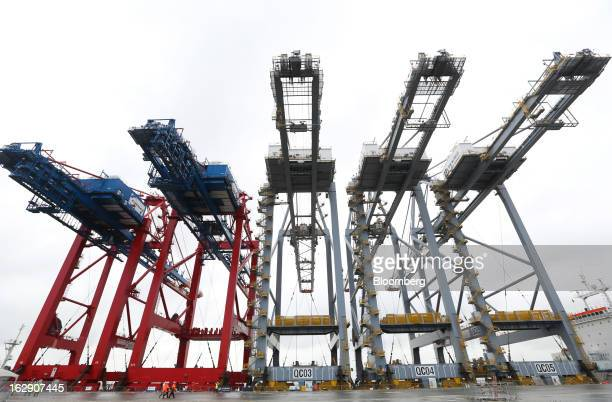 Shiptoshore container cranes to stand aboard the Zhen Hua 26 a semisubmersible heavy load carrier operated by Shanghai Zhenhua Heavy Industry Co Ltd...