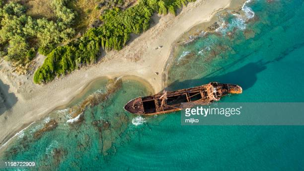 shipwreck on coast of south peloponnese - ship wreck stock pictures, royalty-free photos & images