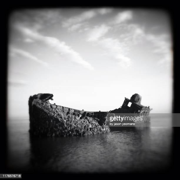 shipwreck - 難破 ストックフォトと画像