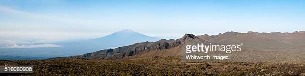 shira plateau panorama, mt kilimanjaro, tanzania to mt meru - meru filme stock-fotos und bilder