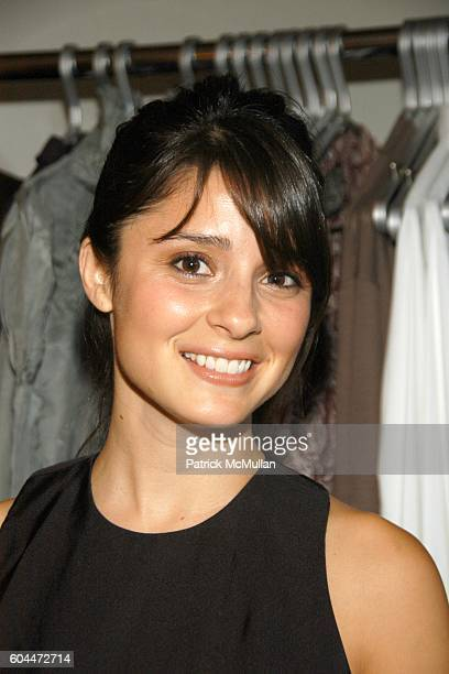 Shiri Appleby attends Opening of AURA hosted by Kristin Eberts and Amy Smart at Los Angeles on August 16 2006