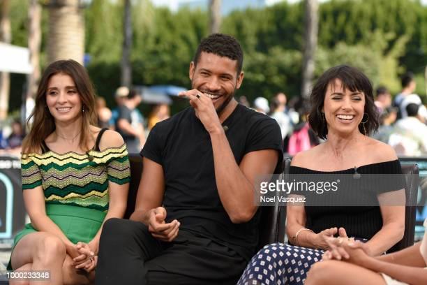 Shiri Appleby Jeffrey BowyerChapman and Shiri Appleby visit Extra at Universal Studios Hollywood on July 16 2018 in Universal City California