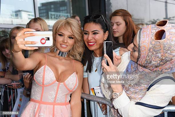 Shirin David with fans during the 'Glossycon' on September 3 2016 in Berlin Germany