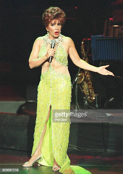 Shirley Bassey performs on stage in 1998