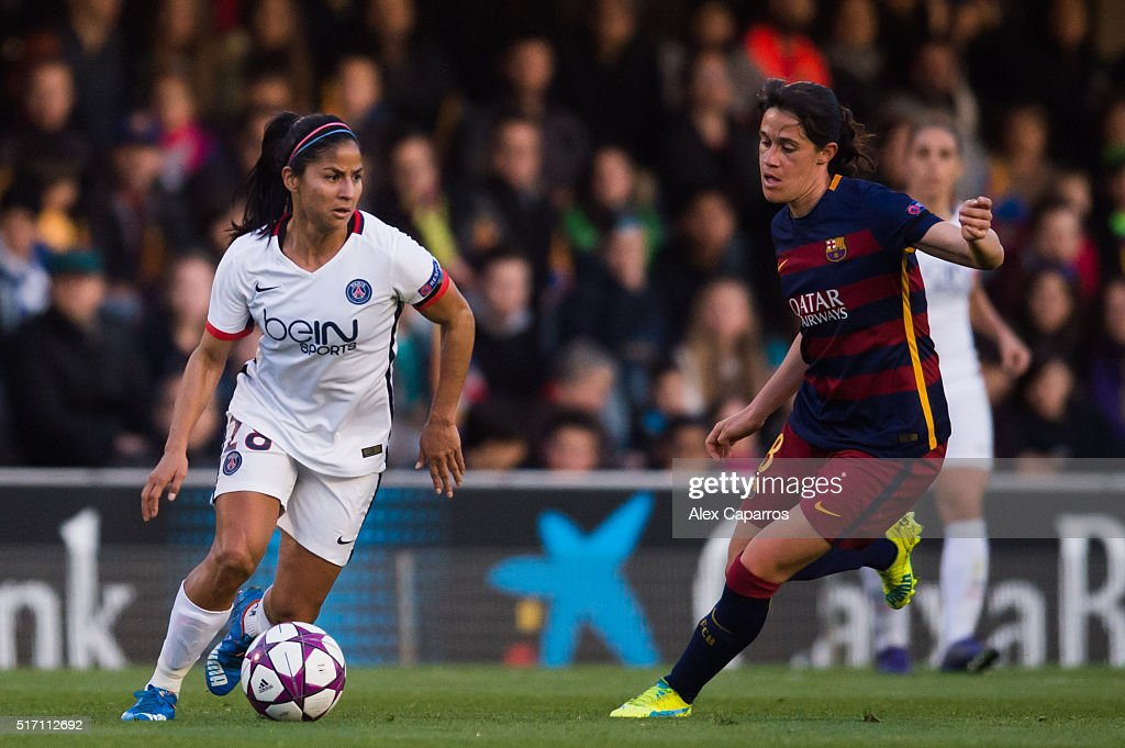 Shirley Cruz of Paris Saint-Germain controls the ball next to Miriam Dieguez of FC Barcelona during the UEFA Women's Champions League Quarter Final first leg match between FC Barcelona and Paris Saint-Germain at Miniestadi on March 23, 2016 in Barcelona, Spain.