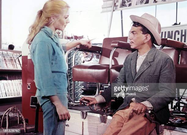 Shirley Jones and Cantinflas in a scene from the film 'Pepe' 1960