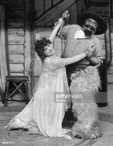 Shirley Kellogg and Harry Tate on stage at the Hippodrome during a performance of 'Toyland', 14th January 1916.