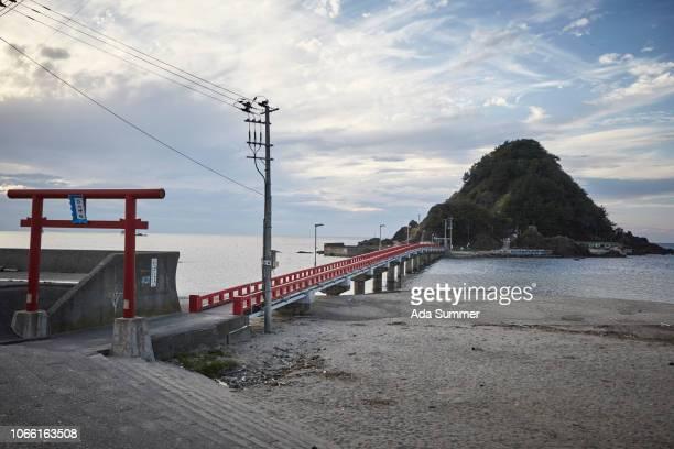 shiroyama island and red bridge seen from the beach, yura , yamagata - 山形県 ストックフォトと画像