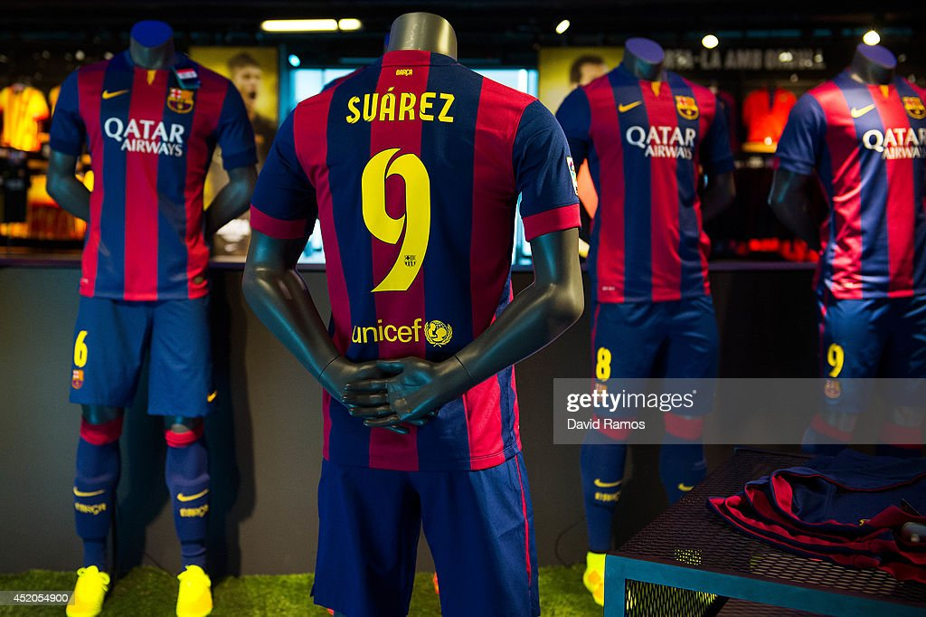 Luis Suarez Barcelona Shirts on Sale : News Photo