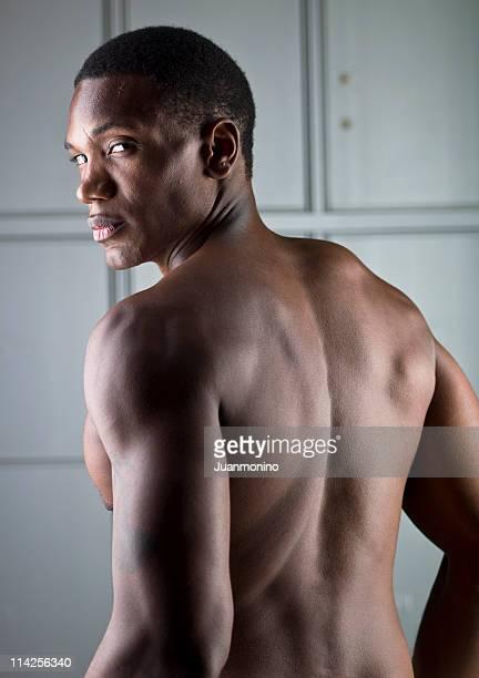 hombre sin camisa de ascendencia africana desde atrás - negra desnuda fotografías e imágenes de stock
