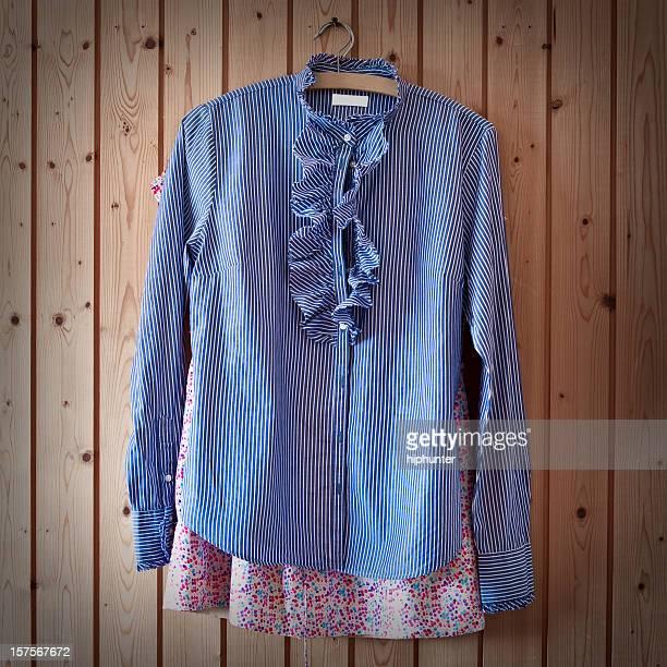 camisolas no guarda-roupa - blouse imagens e fotografias de stock