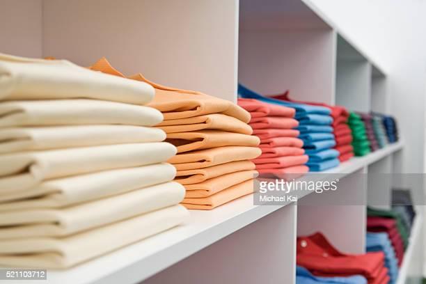 shirts on store shelves - 衣料品店 ストックフォトと画像