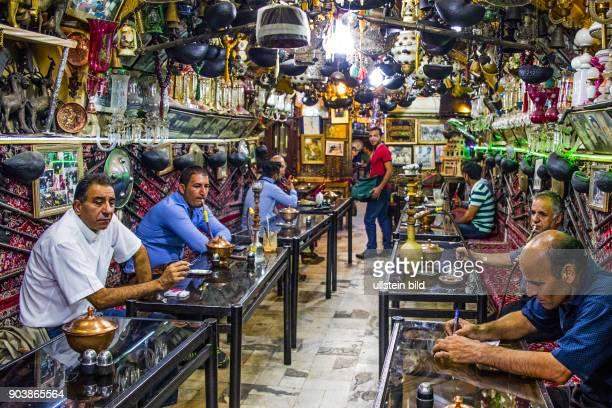 Shisha-Wasserpfeifen,, Der Grosse Basar, Basar-e-Bosorg, Isfahan, Esfahan, Iran, IRN, Islamische Republik Iran, Gottesstaat, Persien, Vorderasien,...