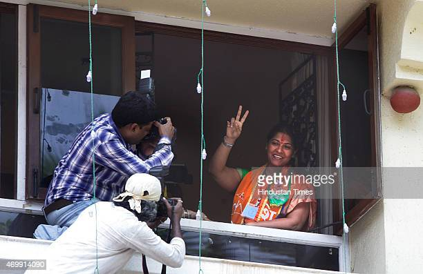 Shiv Sena candidate Trupti Sawant at Matoshree after her win in Bandra bypoll results on April 15 2015 in Mumbai India Shiv Sena candidate Trupti...