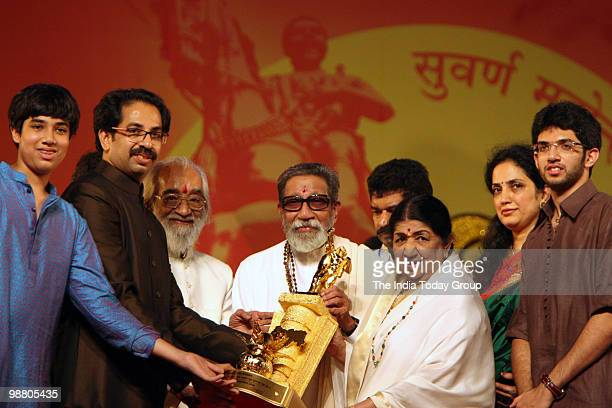 Shiv Sena chief Bal Thackeray honours legendary singer Lata Mangeshkar with his son Uddhav Thackeray daughterinlaw Rashmi Thackeray and grandson...