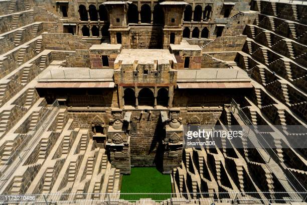 shiva carving at ancient stepwell chand baori biggest stepwell near jaipur rajasthan india - stepwell imagens e fotografias de stock