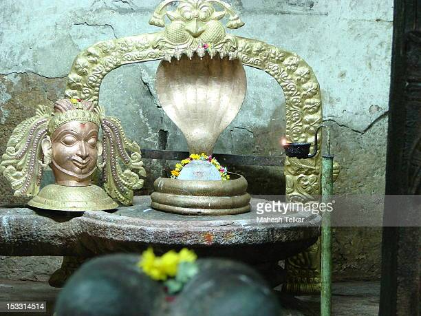 shiva lingam - shiva lingam stock pictures, royalty-free photos & images