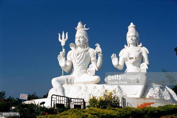 shiva-parvathi statue in the kailasagiri, visakhapatnam, andhra pradesh, india. - ヴィシャカパトナム ストックフォトと画像