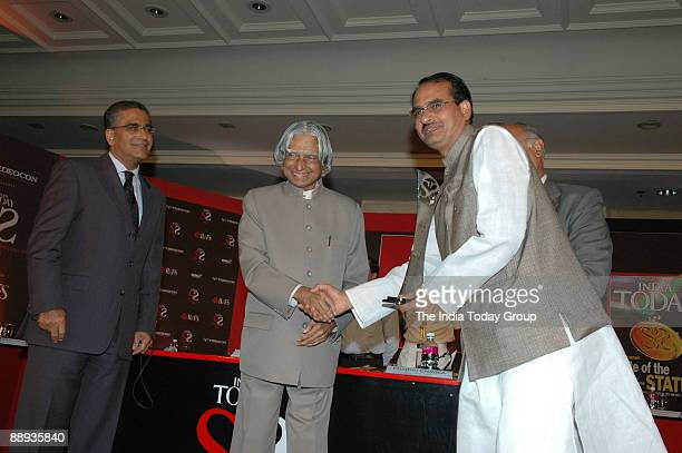 Shivraj Singh Chauhan Chief Minister of Madhya Pradesh Receiving the Awards from APJ Abdul Kalam President of India along with Aroon Purie Editorin...