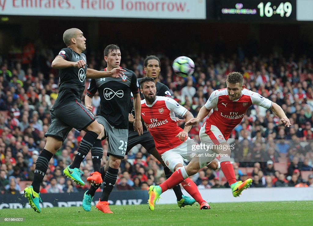 Shkodran Mustafi of Arsenal challenged by (L) Oriol Romeu and (2ndL) Jose Fonte of Southampton during the Premier League match between Arsenal and Southampton at Emirates Stadium on September 10, 2016 in London, England.