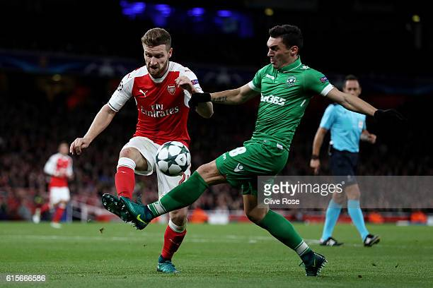 Shkodran Mustafi of Arsenal holds off pressure from Wanderson of Ludogorets Razgrad during the UEFA Champions League group A match between Arsenal FC...