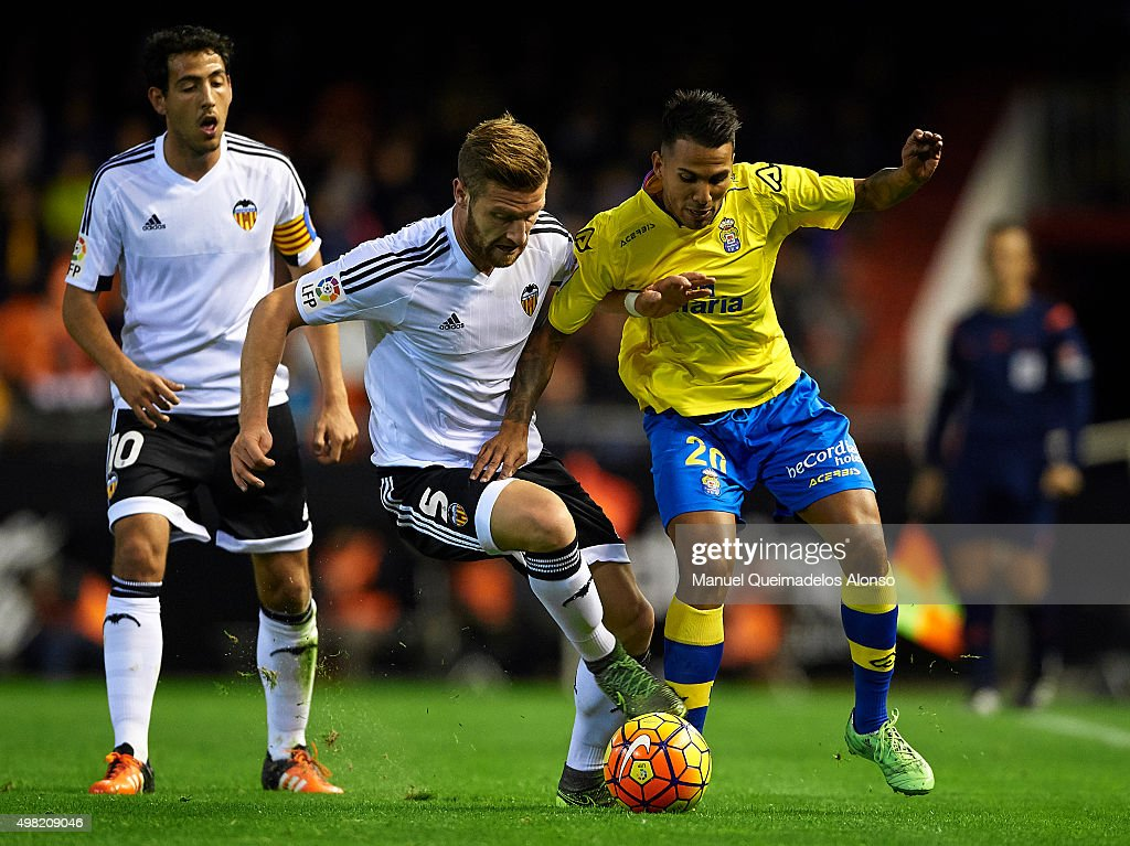 Shkodran Mustafi #5 of Valencia battle for the ball with Jonathan Viera #20 of Las Palmas during the La Liga match between Valencia CF and UD Las Palmas at Estadi de Mestalla on November 21, 2015 in Valencia, Spain.