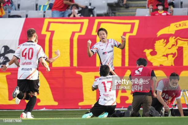 Sho INAGAKI of Nagoya Grampus celebrates scoring his side's first goal with his team mates during the J.League Levain Cup Semi Final second leg match...