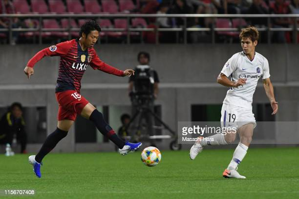 Sho Ito of Kashima Antlers and Sho Sasaki of Sanfrecce Hiroshima compete for the ball during the AFC Champions League round of 16 first leg match...