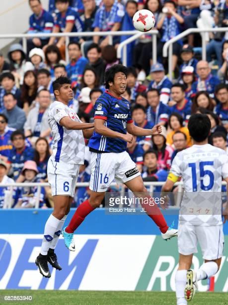 Sho Ito of Yokohama FMarinos and Eder Lima of Ventforet Kofu compete for the bal during the JLeague J1 match between Yokohama FMarinos and Ventforet...