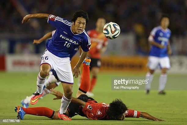 Sho Ito of Yokohama FMarinos and Yuki Honda of Nagoya Grampus compete for the ball during the J League match between Nagoya Grampus and Yokohama...