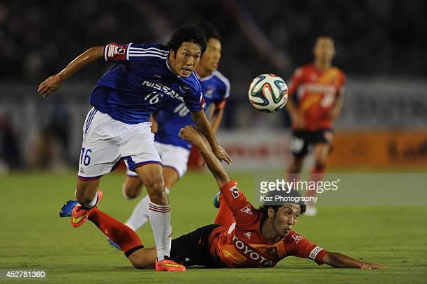 Sho Ito of Yokohama FMarinos beats Shun Obu of Yokohama FMarinos during the J League match between c and Yokohama FMarinos at Mizuho Stadium on July...