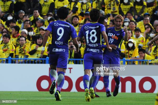 Sho Sasaki of Sanfrecce Hiroshima celebrates scoring his team's first goal during the J.League J1 match between Kashiwa Reysol and Sanfrecce...