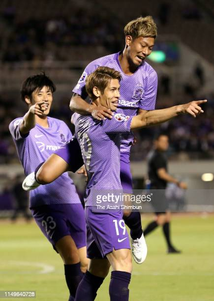 Sho Sasaki of Sanfrecce Hiroshima celebrates scoring the opening goal with his team mates during the AFC Champions League Group F match between...