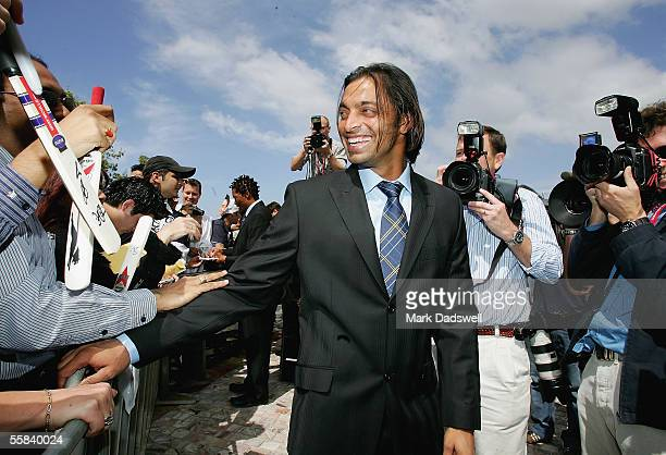 Shoaib Ahktar of the ICC World XI meets fans during the ICC Super Series Civic Reception at Federation Square October 3, 2005 in Melbourne, Australia.