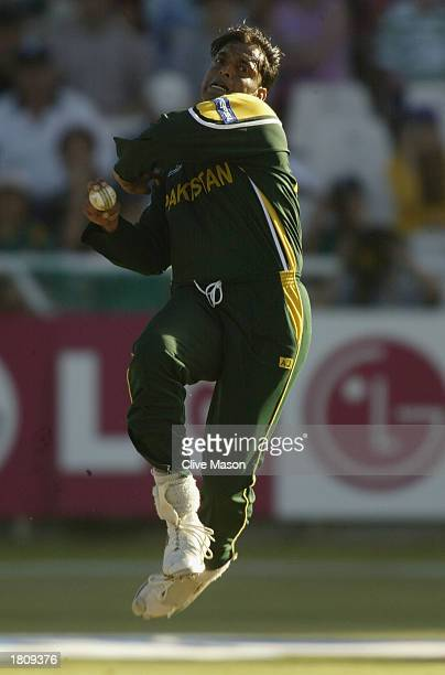 Shoaib Akhtar of Pakistan bowling during the ICC Cricket World Cup 2003 Pool A match between England and Pakistan at Newlands in Cape Town South...