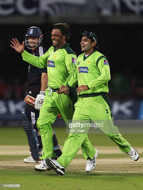 Shoaib Akhtar of Pakistan celebrates the wicket of Andrew Strauss of England with Mohammad Hafeez during the 4th NatWest One Day International...