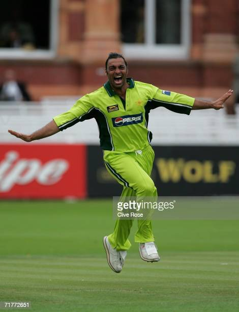 Shoaib Akhtar of Pakistan celebrates the wicket of Ian Bell of England during the 2nd NatWest Series One Day International match between England and...