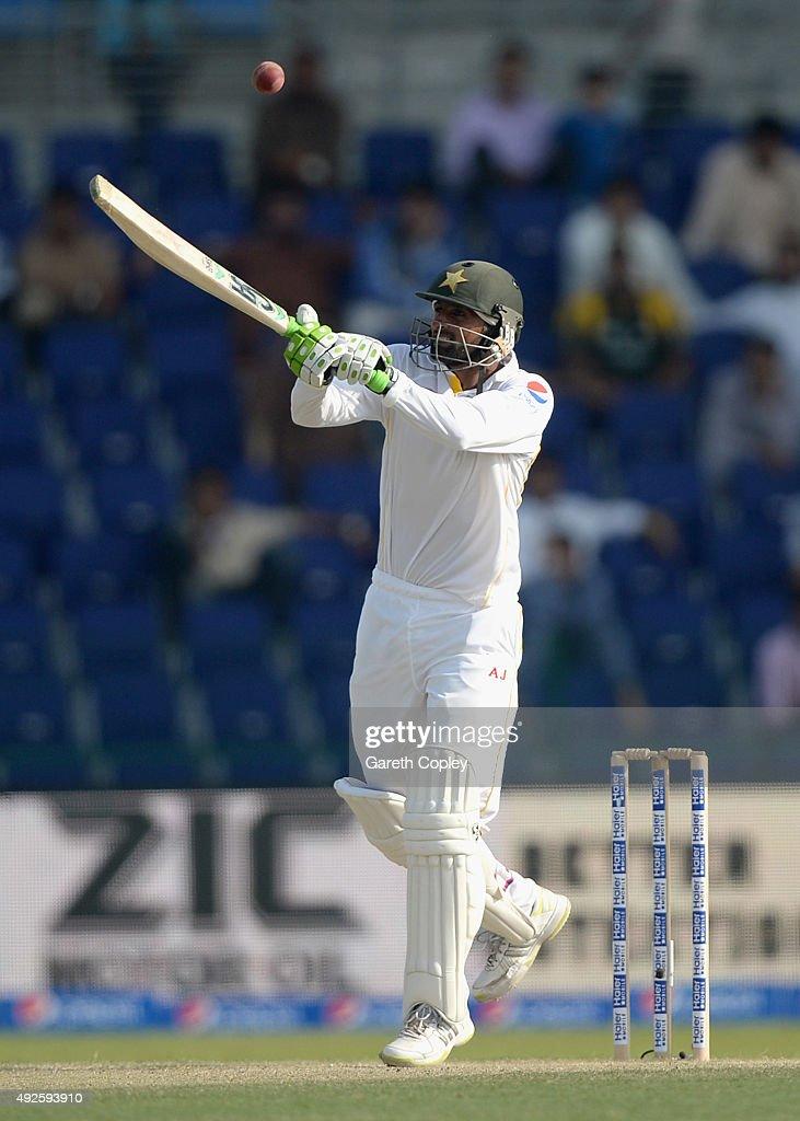 Pakistan v England - 1st Test: Day Two : News Photo