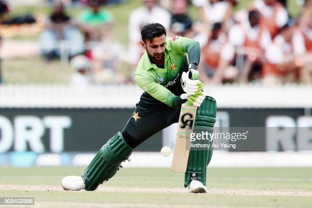 Shoaib Malik of Pakistan bats without a helmet on during game four of the One Day International Series between New Zealand and Pakistan at Seddon...